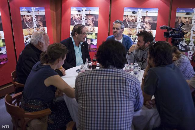 A Mester Pesten - Kerekasztal-beszélgetés Oliver Stone-nal és Andy Vajnával a Puskin moziban