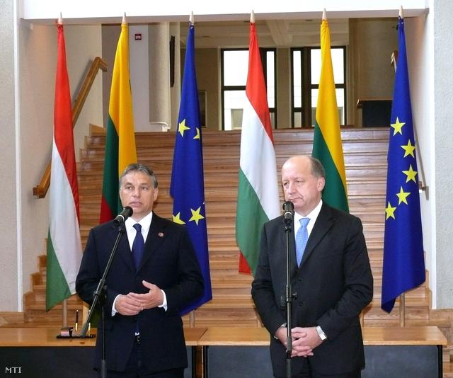 Orbán Viktor miniszterelnök (b) és Andrius Kubilius litván kormányfő