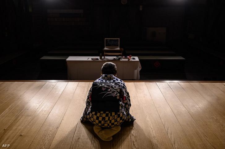 Gésa a webkamera előtt.