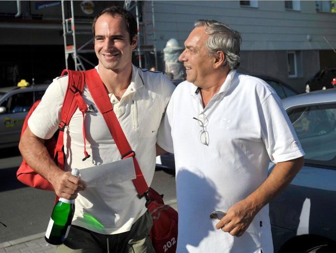 Benedek Tibort 2008. augusztus 26-án édesapja, Benedek Miklós színművész is üdvözölte, amikor hazatért a pekingi olimpiáról.
