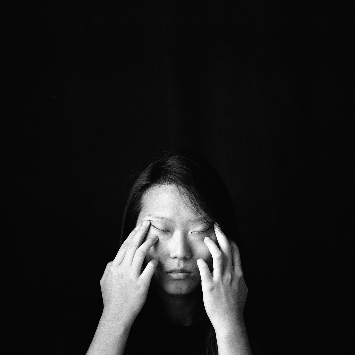 """Julie az egyik legrosszabb középiskolai emlékét idézi fel.                          """"Utáltam a monolid szememet. Már azelőtt meghatározott engem, hogy meghatározhattam volna magamat vagy megtalálhattam volna a helyemet ebben az idegen országban. Nem akartam külföldi maradni."""""""