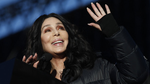Nosztalgiázzunk együtt Cher híres partnereivel!