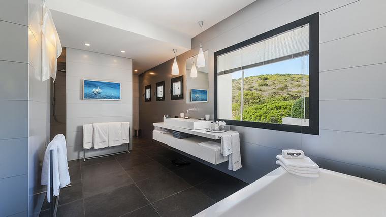 Nézzék csak ezt a kilátást! Így van, ebben a házban még a fürdőszobába sem lehet elmenni anélkül, hogy a panoráma miatt hüledeznénk.