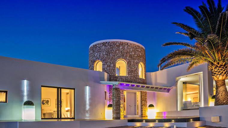 Ez luxusvilla egyelőre még senkinek sem az állandó otthona, viszont jó pénzért bárki eltölthet benne egy éjszakát, méghozzá nem is akárhogyan.