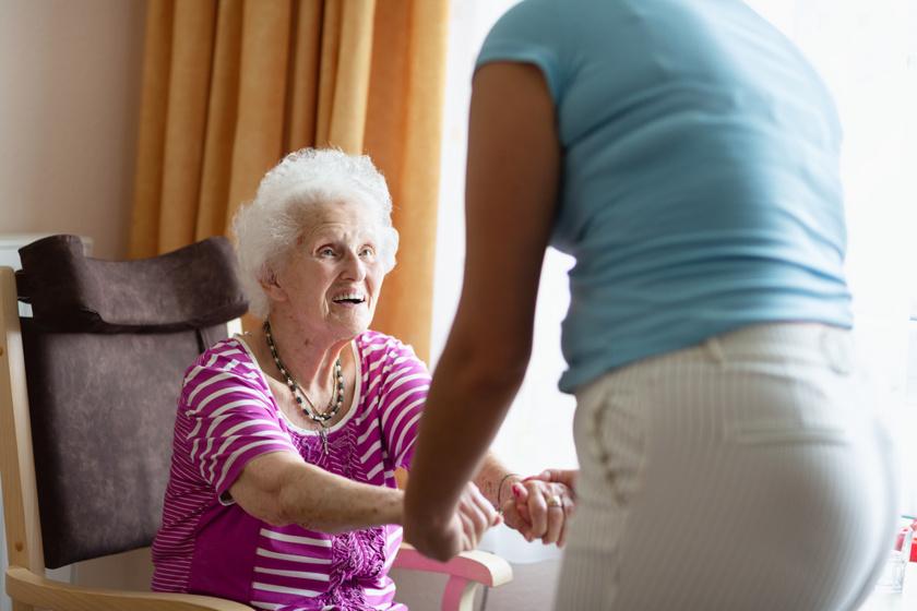 Fejlesztő, nyugtató foglalkozások demencia esetén - Kevésbé megterhelőek a segítőnek