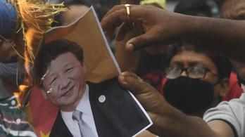 A kínai elnök portréit égették indiai tüntetéseken
