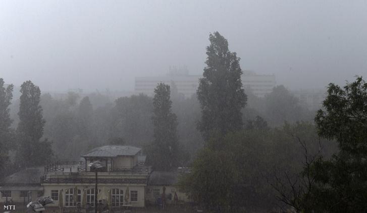 Vihar Budapesten a XI. kerületben 2020. június 14-én.
