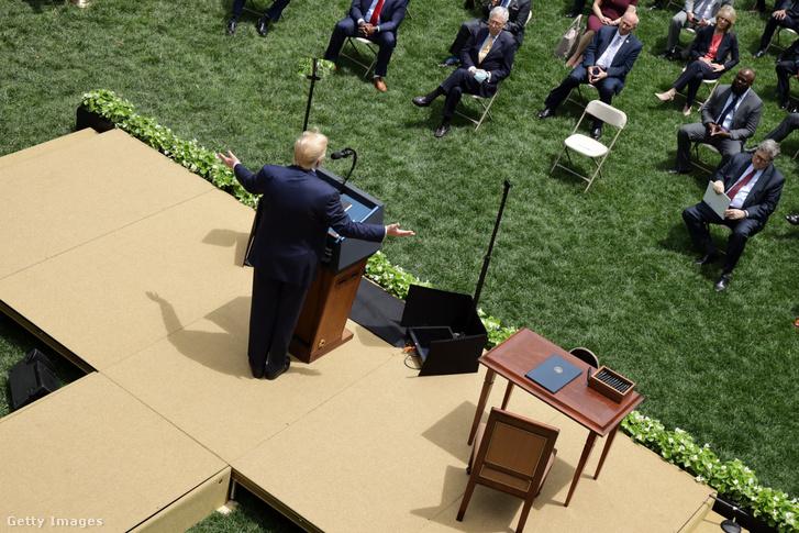 Donald Trump a Fehér Ház kertjében tartott sajtótájékoztatón 2020. június 16-án.