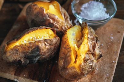 Héjában sült krumpli grillen készítve – Krémes a belseje, füstös az íze