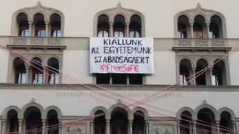 Hetven magyar művész tiltakozik a Színművészeti átalakítása ellen