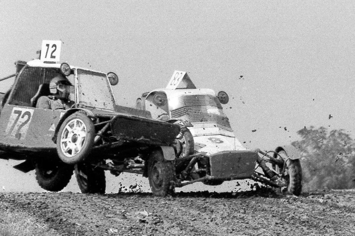 A fotót készítő Csikós Gábor ezer százalékig biztos benne, hogy a 72-es rajtszámú autóban is Lada-motor volt, azért repült ilyen szépen