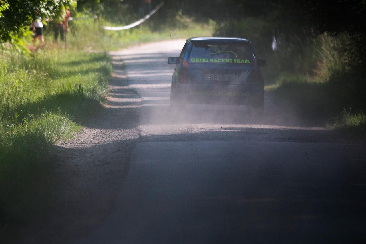 A futam abszolút győztesei Geng Bence és Geng Ferenc porolnak a kis A Corsával. Bár egy féltengelytörést is összeszedtek, így is ők voltak az utcai gumikkal autózók közül a leggyorsabbak.