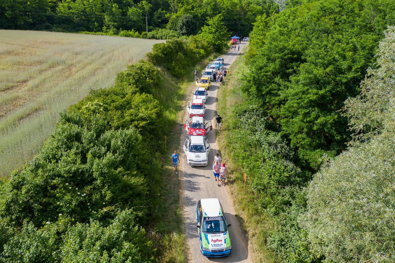 Libasorban a rajtra várakozva. Délen sajnos nincs túl sok indulója a Rally3 bajnokságnak, bízunk benne azért, hogy a későbbiekben többen is kedvet kapnak majd hozzá.