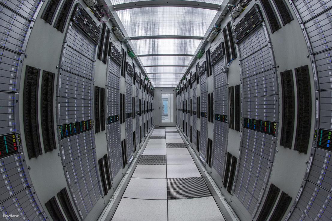Adattároló szerverek a CERN-ben