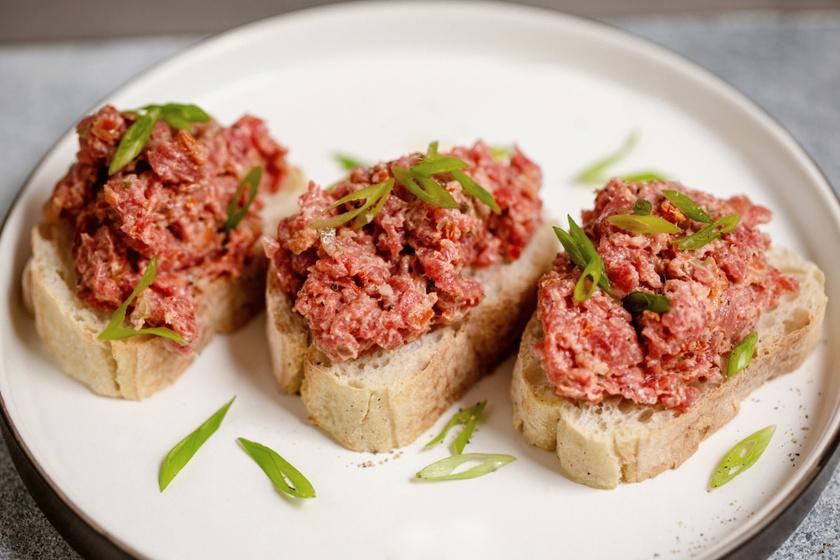 A tökéletes tatárbifsztek régi családi recept szerint: a húson múlik szinte minden