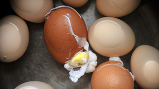 Így főzd meg a tojást, hogy ne repedjen szét
