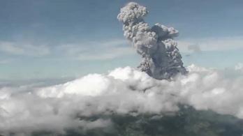Újra kitört Indonézia legaktívabb tűzhányója, a Merapi