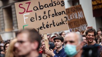 SZFE-demonstráció: Tönkre lehet minket tenni, de a tudást nem vehetik el