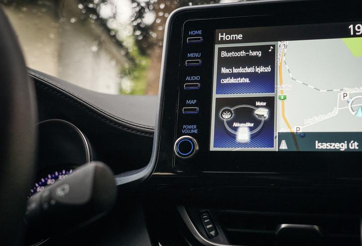 A Corollából ismert fejegység rendes hangerő-tekerőt, és menügombokat is kapott, így  k önnyű kezelni