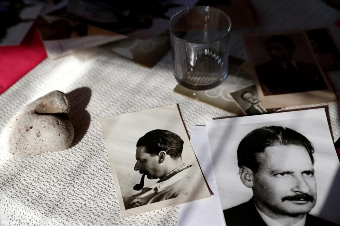 Fiatalkori képek budapesti otthonában