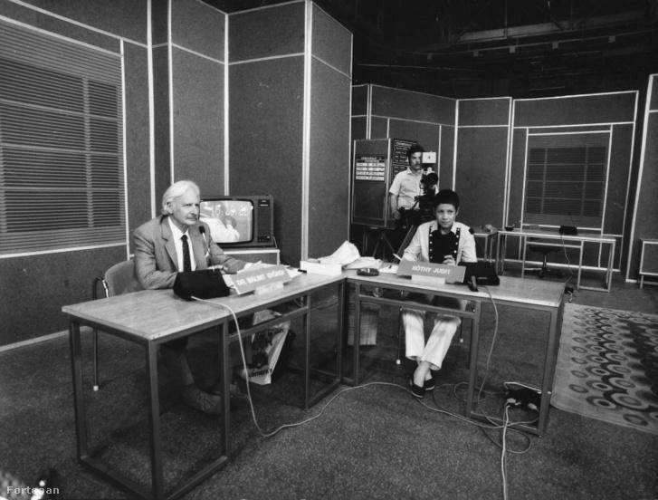 Az Ablak című műsor stúdiójában Bálint György és Kóthy Judit szerkesztő 1985-ben.