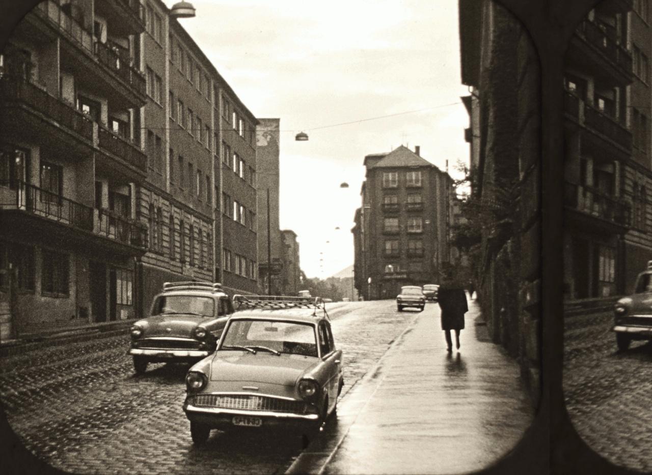 Az esős Batthyányi utca, a Hattyú utca torkolata alatt. (A fotó nem odalhelyes.)