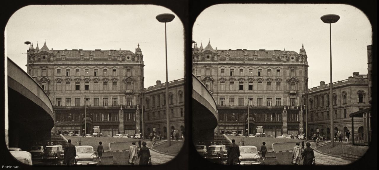A Március 15 tér, klasszikus 60-as 70-es évekbeli ufólámpával.