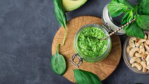 Pesztó avokádóból, sok bazsalikommal, spenóttal – glutén-, tej-, tojásmentes, vegán recept