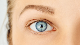 Miért van egy aprócska lyuk a szemhéjunk alján?