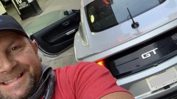 Egy bérelt Mustanggal és 174-es átlagsebességgel dőlt meg az illegális USA-átszelő rekord