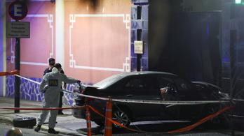 A kínai nagykövetség kapujának rohant egy férfi