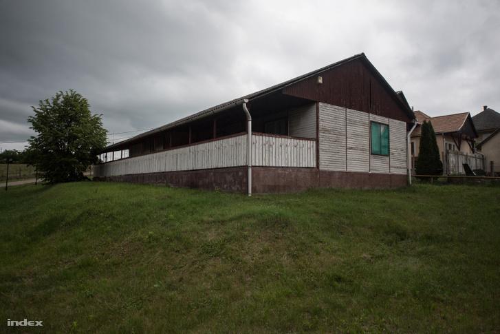 A Kismofinak becézett kutatóház épülete Mátraderecskén