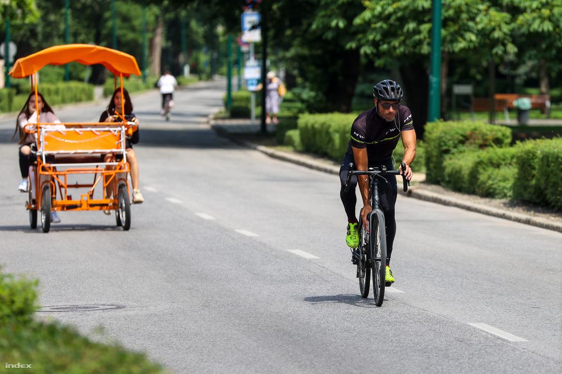 Bringóhintó és kerékpáros a Margitszigeten 2020. június 17-én