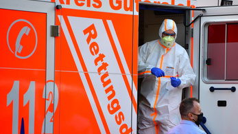 A húsüzemi tömeges fertőzés miatt visszaállítják a járványügyi korlátozásokat egy németországi járásban