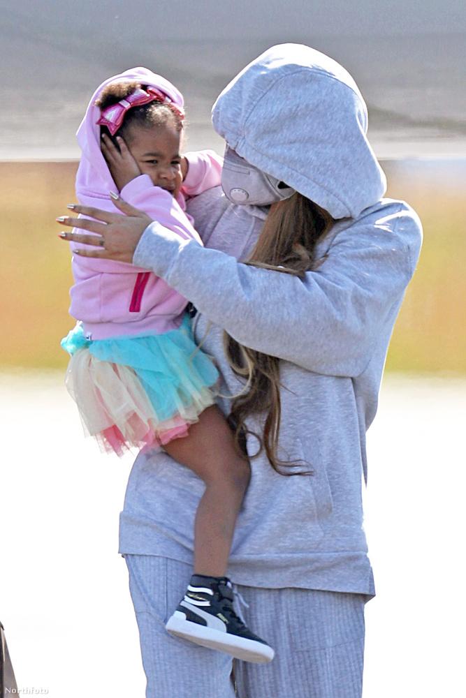 Ennél közelebbi fotó már nem lesz a gyerekekről, de mutatjuk, hogy néz ki, amikor Beyonce a vörös szőnyegre citálja a gyerekeit