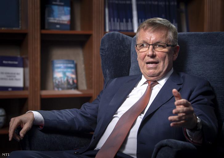 Matolcsy György a jegybank épületében 2020. április 16-án.