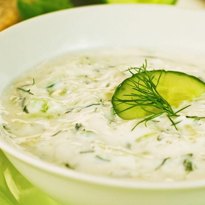 Görög joghurttal készítve lesz igazán finom a tzatziki: krémes, ízletes saláta húsok mellé