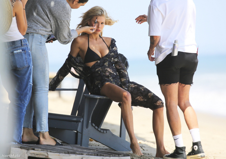 Több szettben is lekapták a paparazzók, akik még azt is lefotózták, hogyan sminkelték a modellt