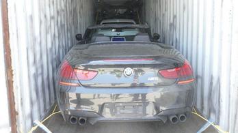 Több mint 40 lopott autót találtak konténerekbe rejtve