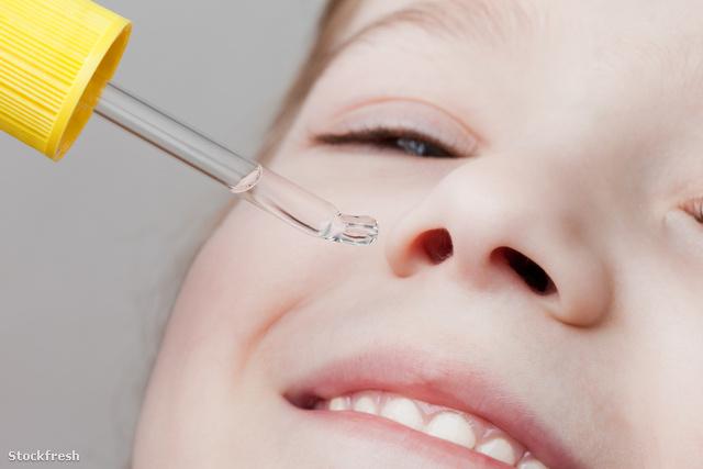 stockfresh 705943 applying-nasal-dropper sizeM