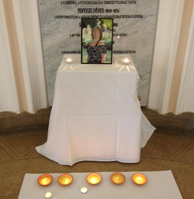 Az áldozat emlékhelye az egyetemen.