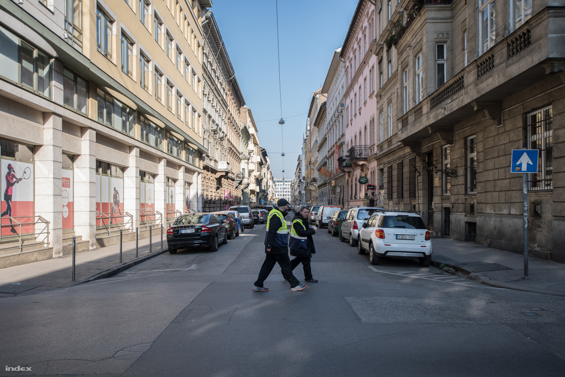 Parkolóőrök a VI. kerületben 2020 áprilisában