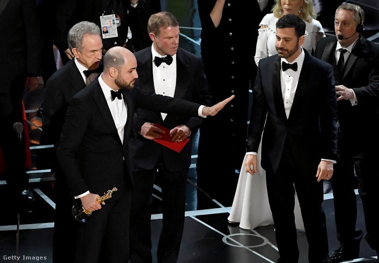 És végül az évtized, az évszázad bakija volt, amikor a 2017-es Oscar-gálán rossz filmet jelentettek be győztesként, szóval már csak emiatt is itt a helye ennek a képnek