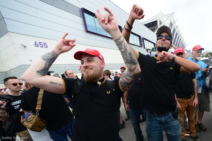 A Proud Boys tagjai egy tüntetésen 2019. június 18-án
