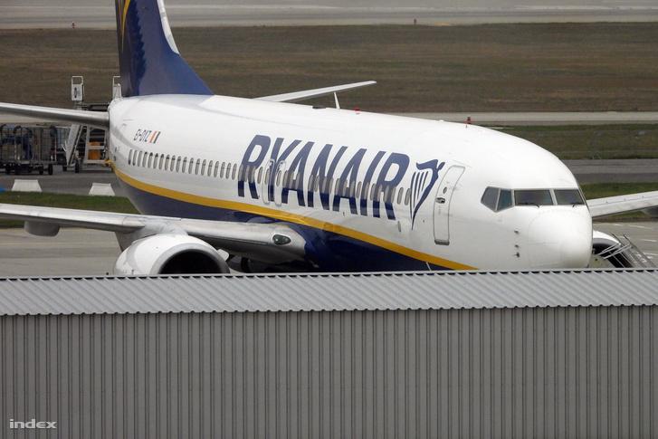 A Ryanair repülőgépe a Liszt Ferenc Nemzetközi Repülőtéren 2018-ban