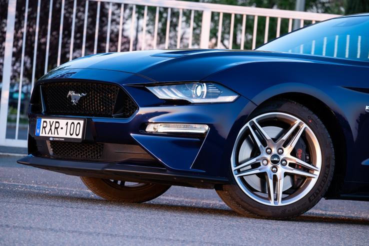 Csak a Mustang van az orrán, semmi Ford