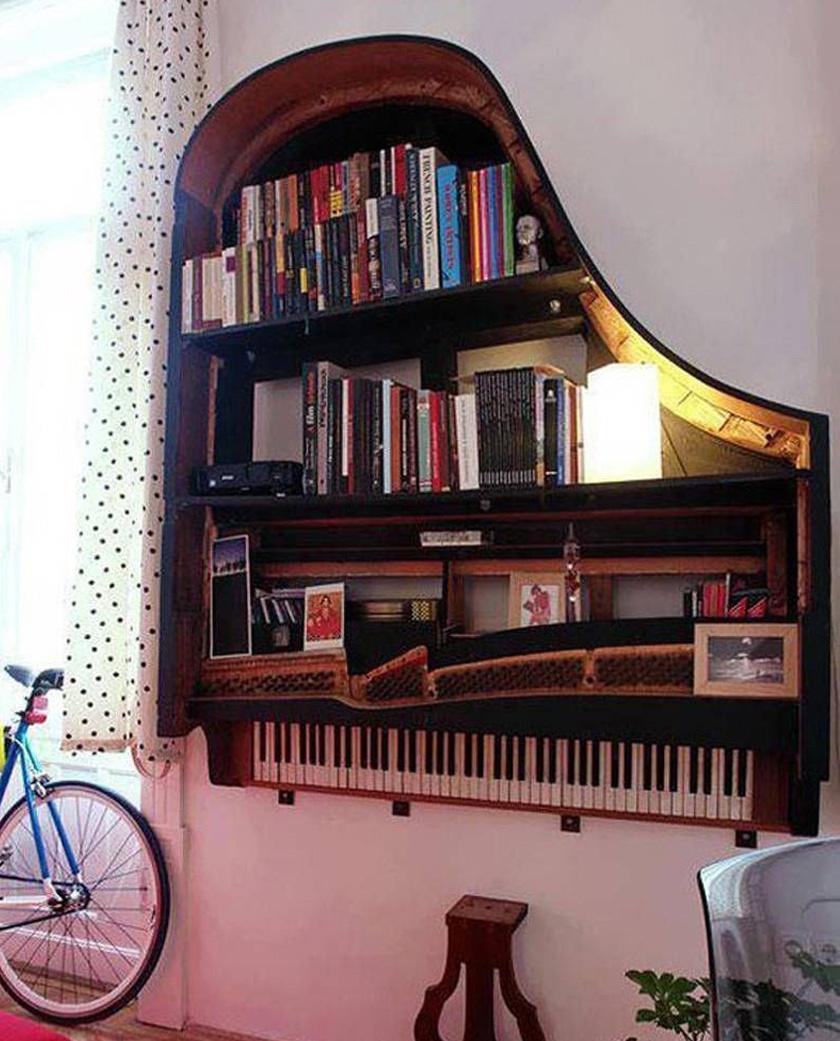 A régi zongora egy pompás könyvespolcban született újjá.