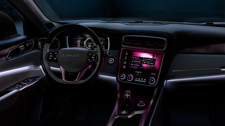 Egyszerűbb a Volvo XC40-nél, de még mindig igényesnek tűnik