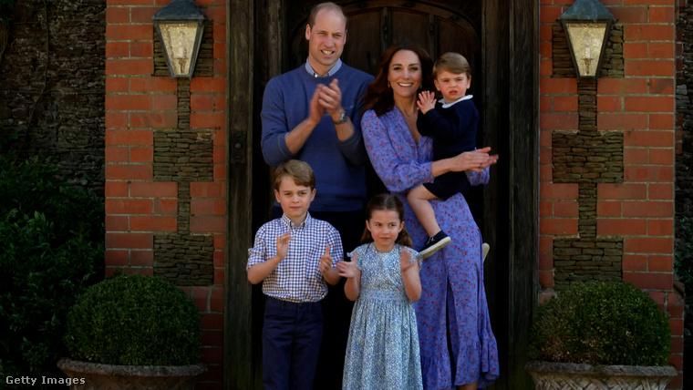 A legjobban és legfrissebben készült fotó a három gyerekről talán ez itt