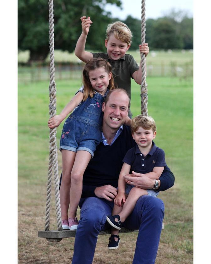 Nem is olyan régen mutattuk meg, hogy apák napja alkalmából milyen aranyos családi képet készített Kate Middleton férjéről és három gyerekükről, amit feltöltöttek hivatalos Instagram-oldalukra is